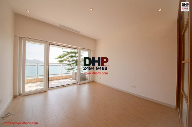 Silverstrand Waterfront Town house with fabalous view Sai Kung Clear Water Convenient Location Property
